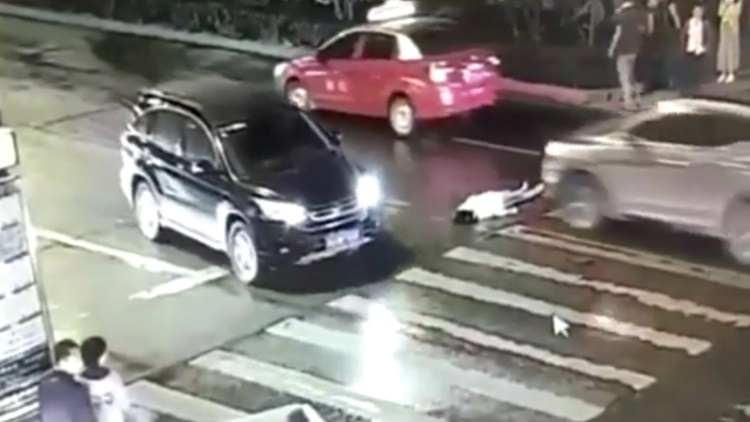 Asian Woman Killed Herself In Busy Traffic And Nobody Cared