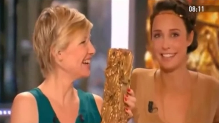 Whoops! NSFW Moment Host-s Dress Slips On Live TV While Presenting An Award