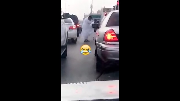 Road Rage With 2 Saudis Slapping Each Other With Slippers