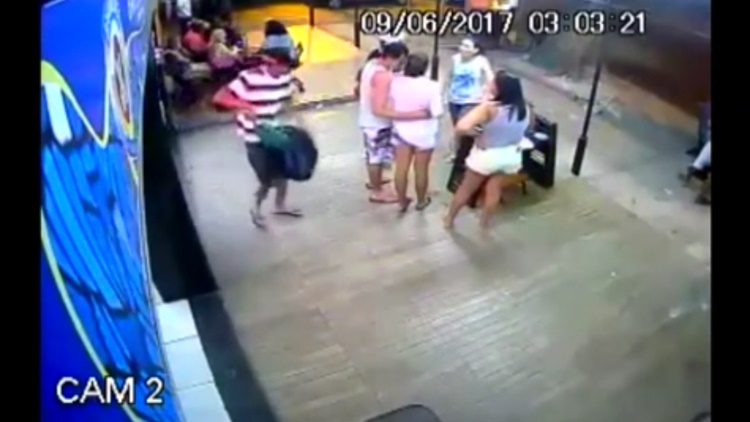 Man Tries To Kill Ex-Wife In Rio De Janeiro,Brazil...New Man Stands Around And Does Nothing